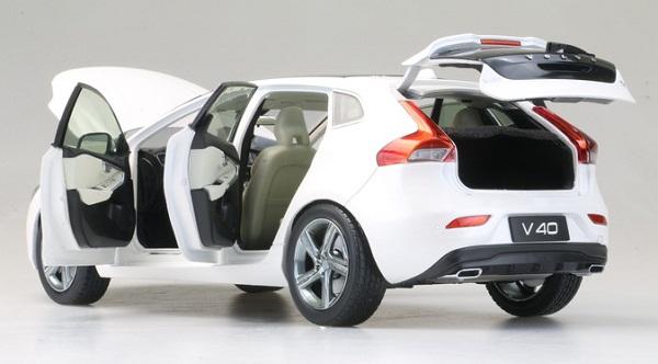 โมเดลรถ โมเดลรถเหล็ก โมเดลรถยนต์ Volvo V40 white 4