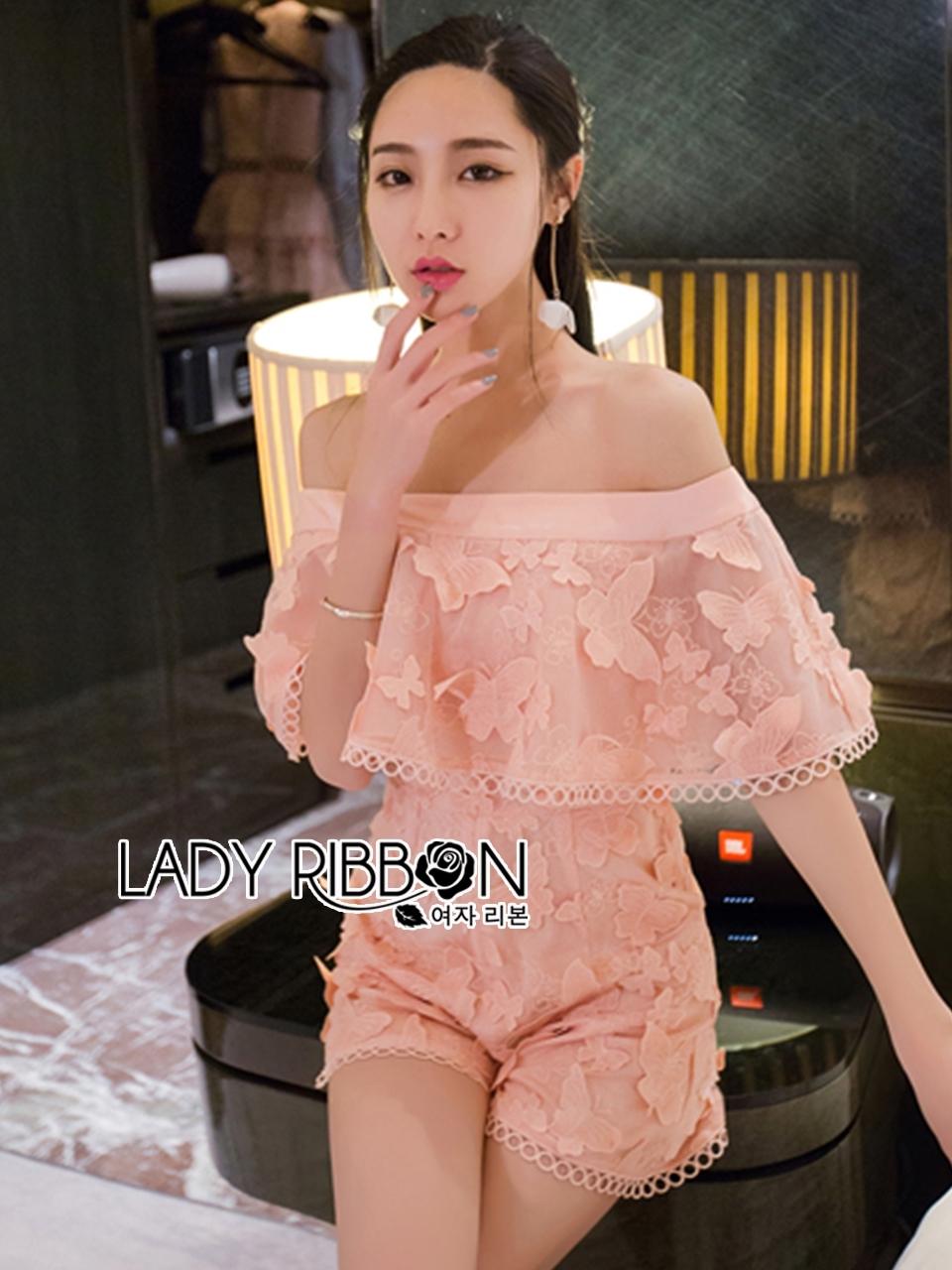 เสื้อผ้าเกาหลี พร้อมส่งเพลย์ทูทผ้าลูกไม้ปักลายผีเสื้อสีชมพูโอรสทรงเปิดไหล่