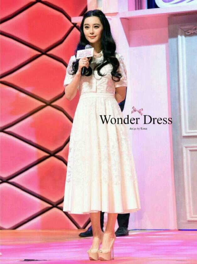 ชุดเดรสเกาหลี พร้อมส่งชุดเดรสลูกไม้สีขาวตัวยาว