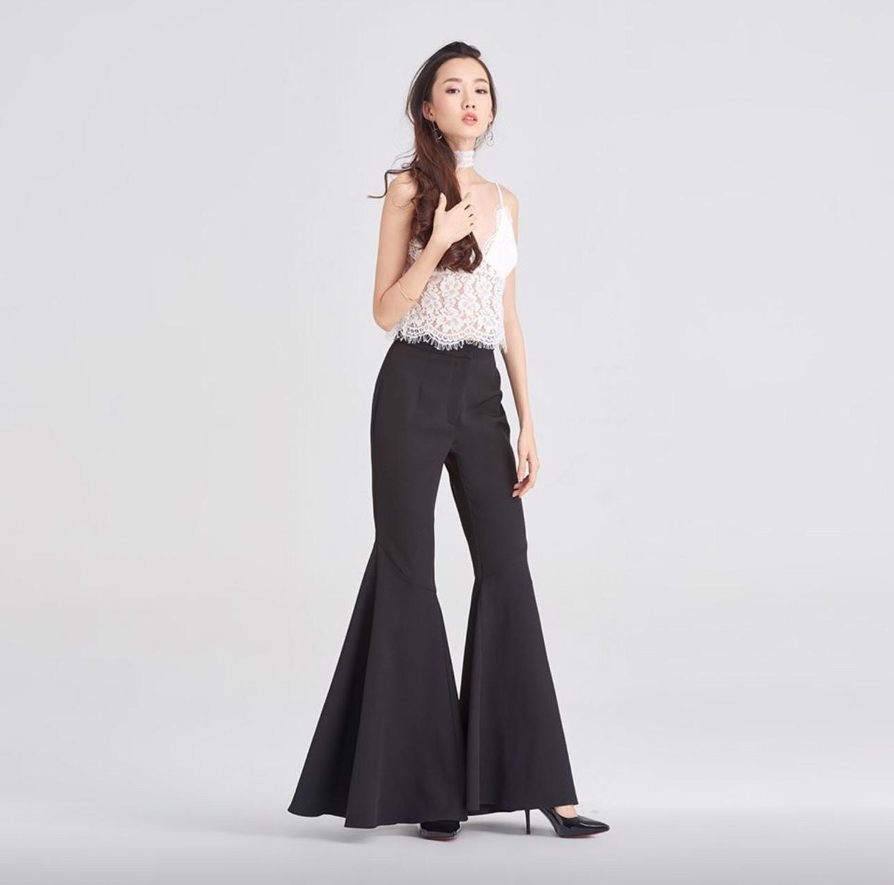 เสื้อผ้าแฟชั่นพร้อมส่ง เปลี่ยนลุคแซ่บ กับกางเกงขายาวปลายขากระดิ่ง
