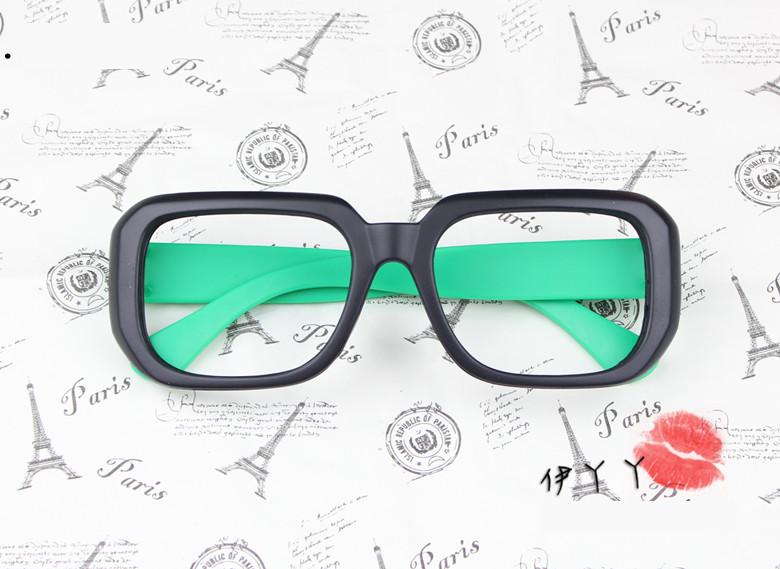 แว่นตาแฟชั่นเกาหลี ดำเขียว (ไม่มีเลนส์) (ของจริงสีเขียวเข้มกว่าในภาพ)