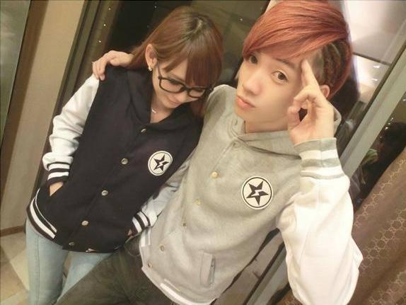 ชุดคู่รักแฟชั่นสไตล์เกาหลี เป็นเสื้อเเขนยาว น่ารักๆ สีเทา