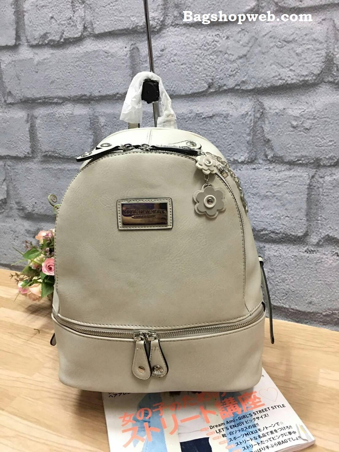 กระเป๋า Marc Newyork leather rucksack สีครีม ราคา 1,290 บาท Free ems
