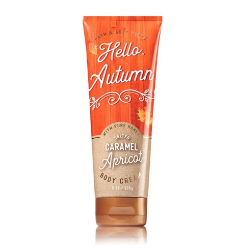 **พร้อมส่ง**Bath & Body Works Hello Autumn (Salted Caramel Apricot) Body Cream with Pure Honey 226 g. ครีมบำรุงผิวสูตรใหม่ที่มีส่วนผสมพิเศษของน้ำผึ้ง สำหรับผิวที่ต้องการการบำรุงเป็นพิเศษ อีกทั้งยังมีกลิ่นหอมหวานของคาราเมลผสมกลิ่นผลไม้อย่างแอปริคอท ,