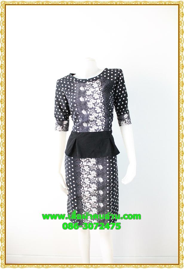 2836เสื้อผ้าคนอ้วน ชุดเดรสออกงานสีดำคอกลมเข้ารูปปูลายดอกขาวด้านหน้าปรับสรีระและเพิ่มความมั่นใจ สไตล์หรูกรา สง่างาม
