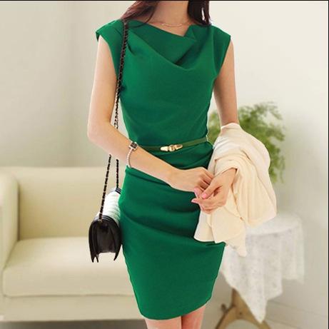 ชุดเดรสทำงานสีเขียว ทรงตรงเข้ารูป พร้อมเข็มขัดเข้าชุด ลุคสาวทำงานเรียบร้อย สวย ดูดี