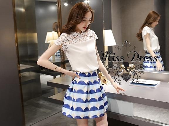 ชุดเซตเข้าชุดโทนขาว ฟ้า น้ำเงิน แนวเกาหลีน่ารักๆ เสื้อสีขาวไหล่แต่งลูกไม้ถัก + กระโปรงโทนสีฟ้าน้ำเงินลายขวาง