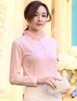 เสื้อเชิ๊ตทำงานผู้หญิง สีชมพูอ่อน ผ้าชีฟอง คอจีนจับจีบน่ารักๆ แขนยาว กระดุมผ่าหน้า