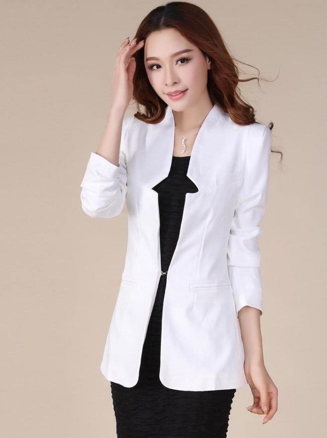 เสื้อสูทแฟชั่น เสื้อสูทผู้หญิง สีขาว แขนยาว แต่งเว้าที่ปกเสื้อ ตัวยาวคลุมสะโพก