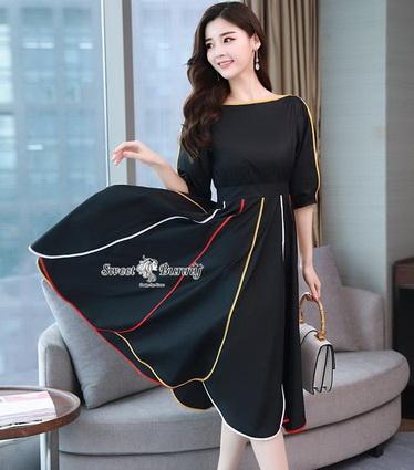ชุดเดรสเกาหลีผ้าพื้นสีดำเสื้อคอปาดเอวขอบ