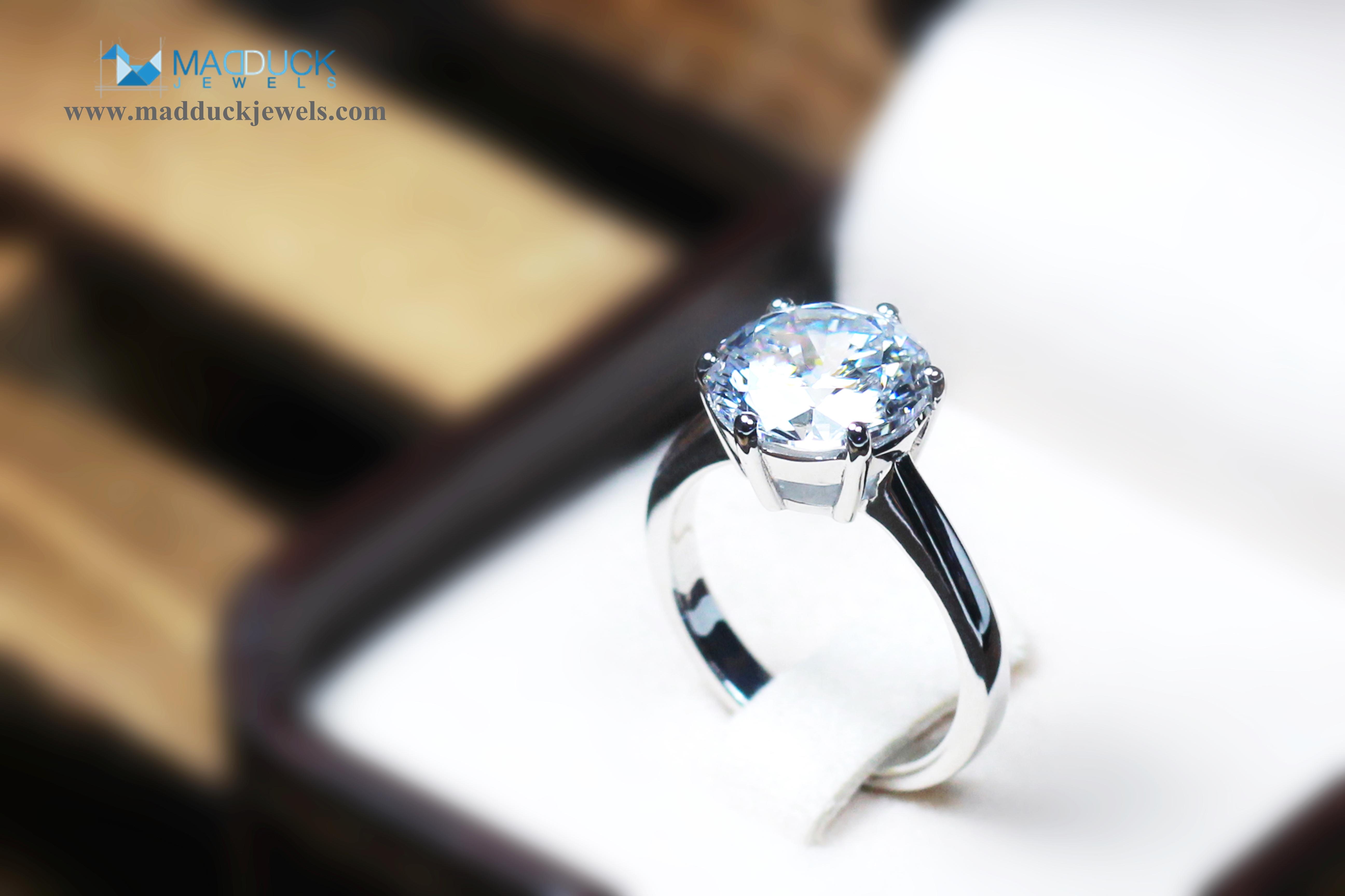 แหวนเงินแท้ เพชรสังเคราะห์ ชุบทองคำขาว รุ่น RG1538 4.00 Carat