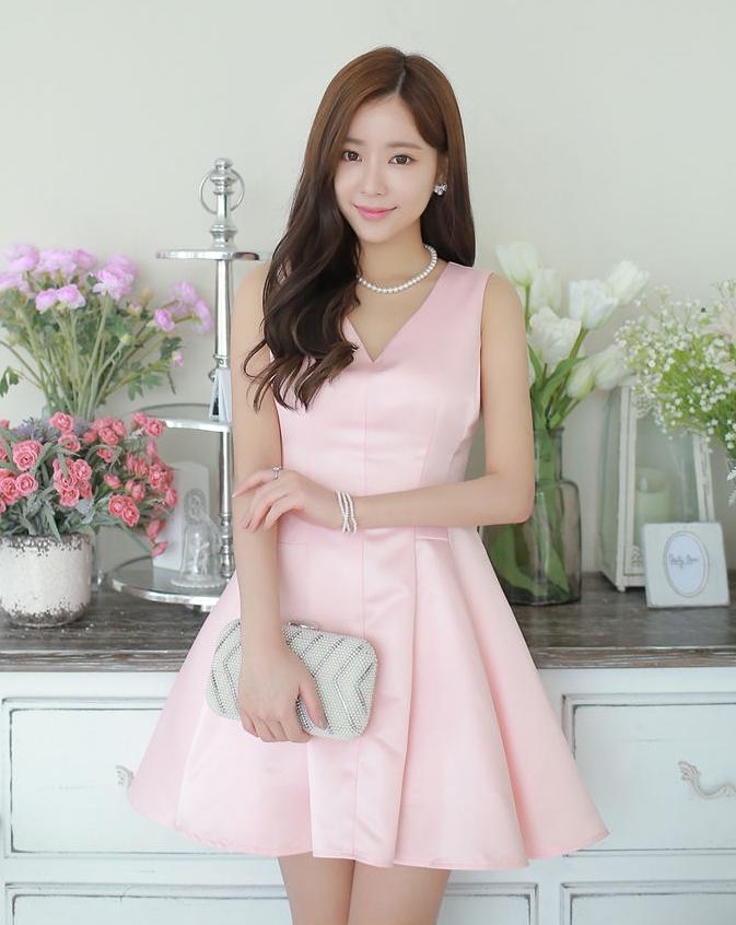 ชุดเดรสออกงานเกาหลีสีชมพูน่ารักๆ