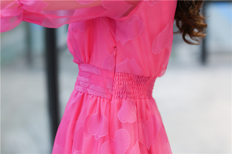 ชุดเดรสแฟชันคุณหนูสีชมพูลายรูปหัวใจน่ารักๆ