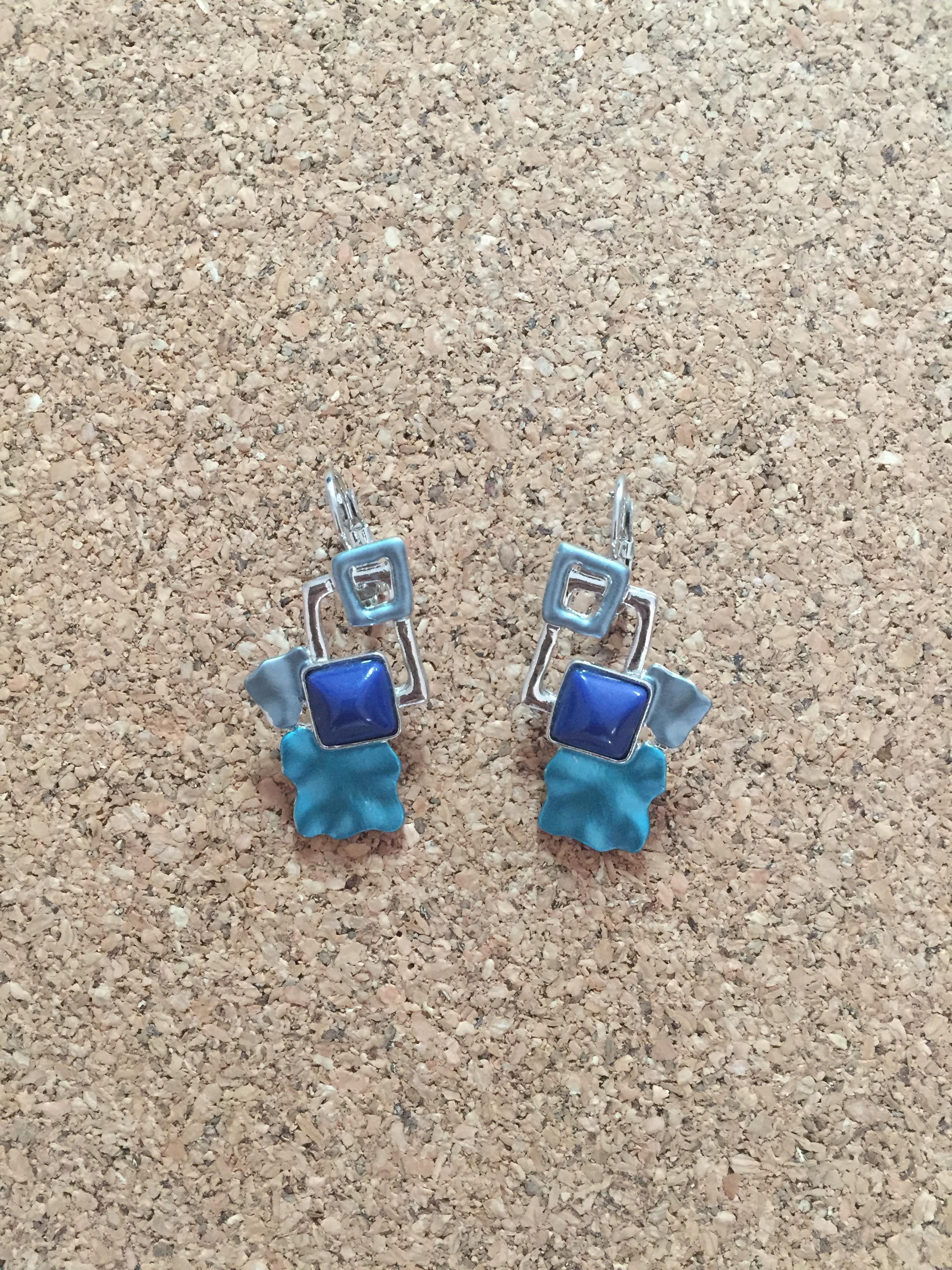 F010 ต่างหูห่วงโรเดียม สี่เหลี่ยมสีฟ้า