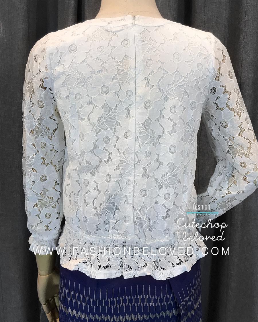 เสื้อลูกไม้สวยๆ แฟชั่นเกาหลี สีขาว แขนยาว เสือลายลูกไม้ใส่กับยีนส์ สบายๆ