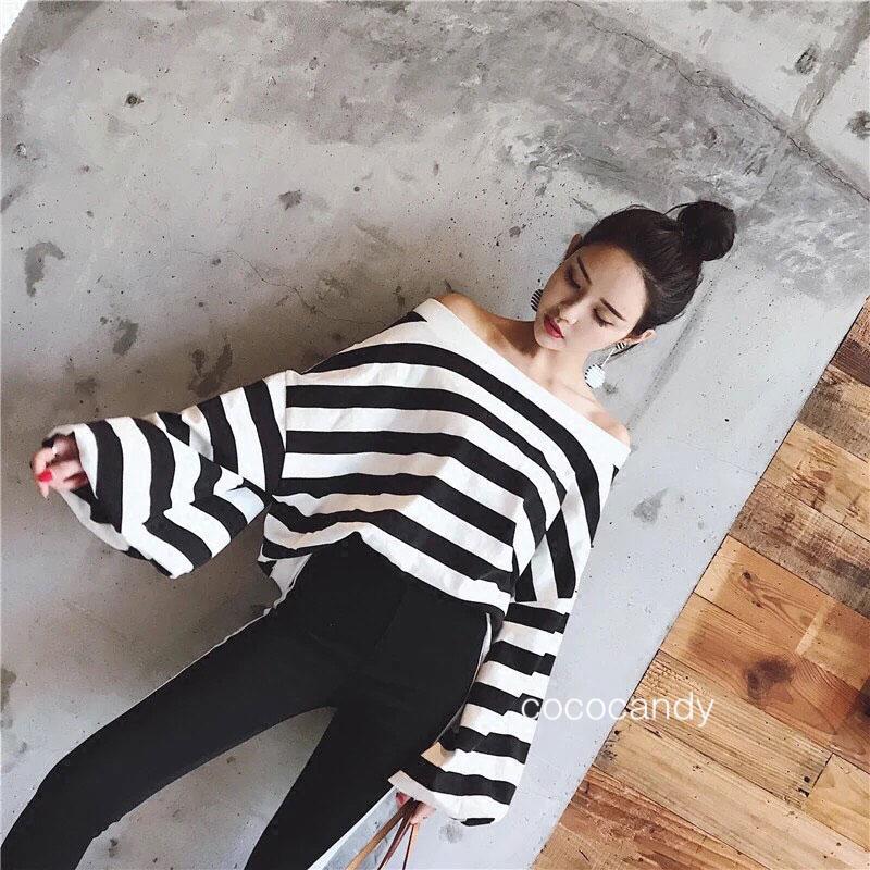 เสื้อเปิดไหล่ Stripe OpenShoulder BellSleeves Top