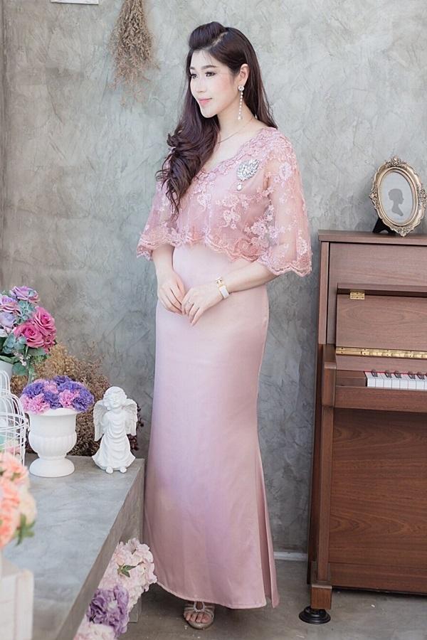 (Size M,L) ชุดไปงานแต่งงาน ชุดไปงานแต่งสีชมพูกะปิ Maxi Dress ชุดนี้ทางร้านใช้ผ้าเครปซาตินเนื้อดีเกรดพรีเมี่ยมผ้าทิ้งตัวมีน้ำหนักใส่แล้วเป็นทรงสวยคะสามารถใส่ออกงาน