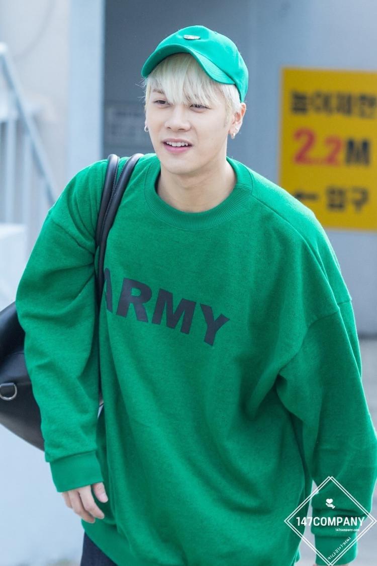 เสื้อแขนยาว ARMY GREEN Sty.Jackson -ระบุไซต์-