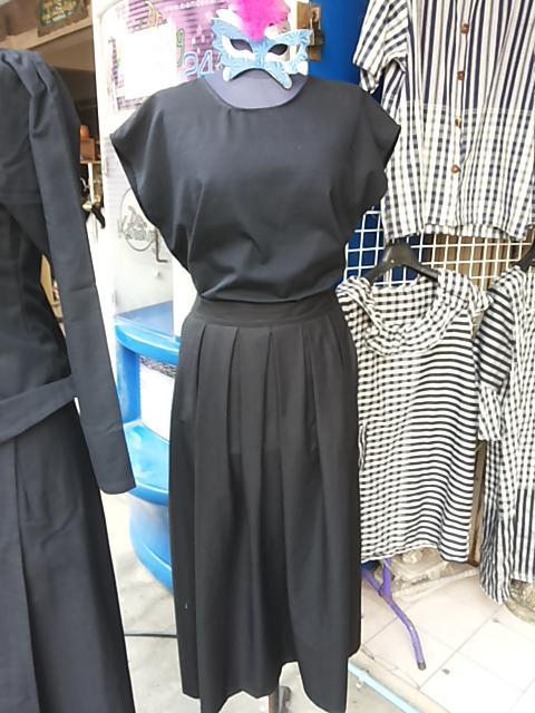 กระโปรงผ้าสีดำ แบบจีบทวิชหน้า