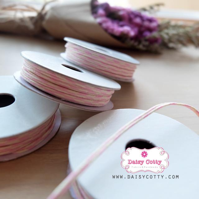 เชือกสีชมพูอ่อนสลับสีขาว 1 ม้วน (ยาว 2หลา)