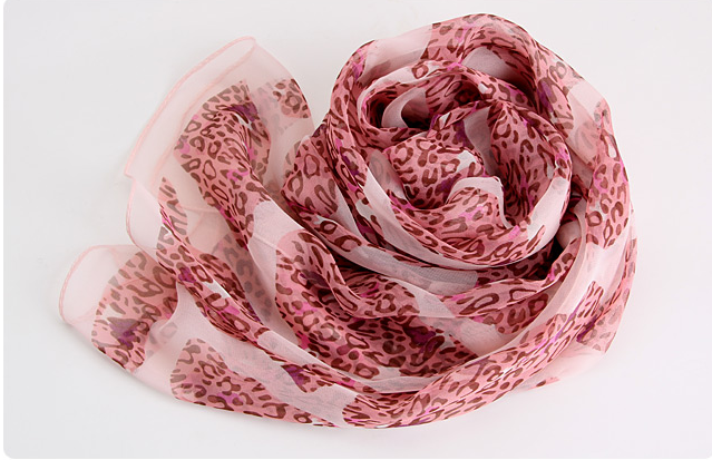 ผ้าพันคอผ้าPolyester+ผ้าไหม ลายลูกไม้เสือดาวสีชมพูแดง ( รหัส P57 )