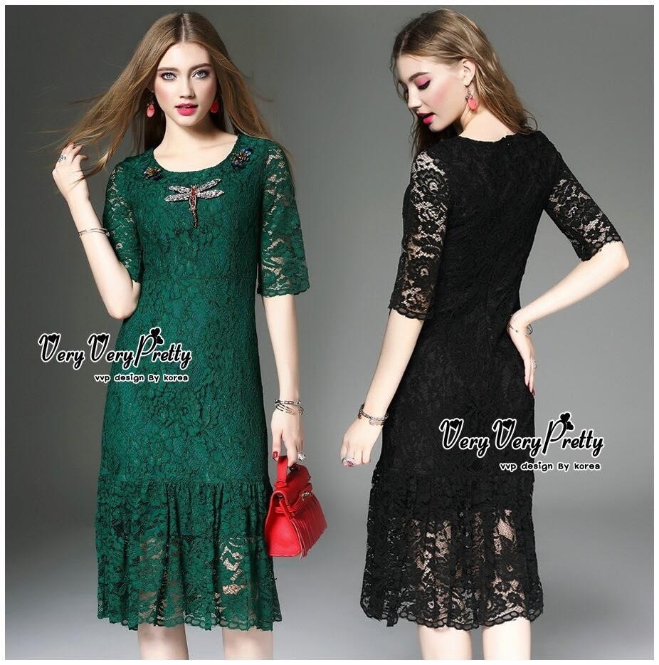 Elegant Embroidered sequins Korea Dress เดรสผ้าลูกไม้งานสวยหรูหราทั้งตัวค่ะ เนื้อผ้าลูกไม้สั่งทำพิเศษลายสวยเด่นชัด ดีเทลสวยหรูทั้งชุดค่ะ ทรงคอกลมแขนปิดศอก ชายกระโปรงระบายนิดๆเป็นหางปลาให้ได้ลุคหวานหรู มีซับในทั้งตัว เพิ่มแมงปอคริสตรัลเย็บติดที่ช่วงคอสวยหร