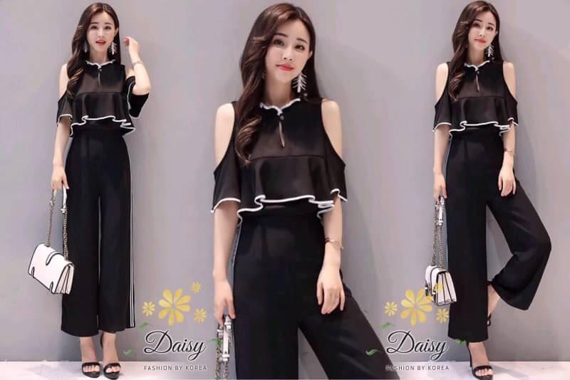 ชุดเซท สีดำ เสื้อเปิดไหล่+กางเกง เป็นผ้าจอเจียร์เนื้อดี ผ้ามีน้ำหนัก แต่งขลิบสีขาวทั้งเสื้อและกางเกง ใส่ทำงานได้ค่ะ