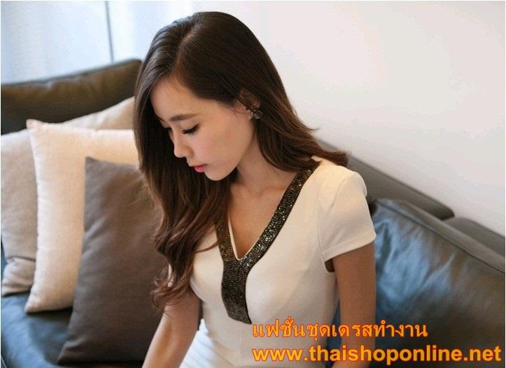 เสื้อผ้าแฟชั่น ชุดเดรสแฟชั่น สีขาว เข้ารูป ใส่เป็นชุดเดรสทำงานที่สวยมากๆ ครับ thaishoponline (พร้อมส่ง)