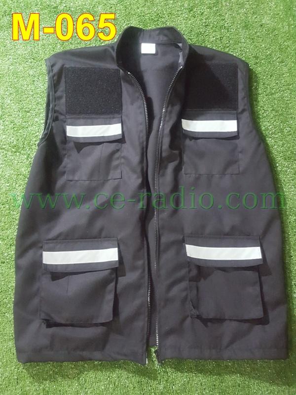 เสื้อกี๊ก ว.4 สีดำ ติดแทบสะท้อนแสง 5 จุด 4 กระเป๋าหน้า M