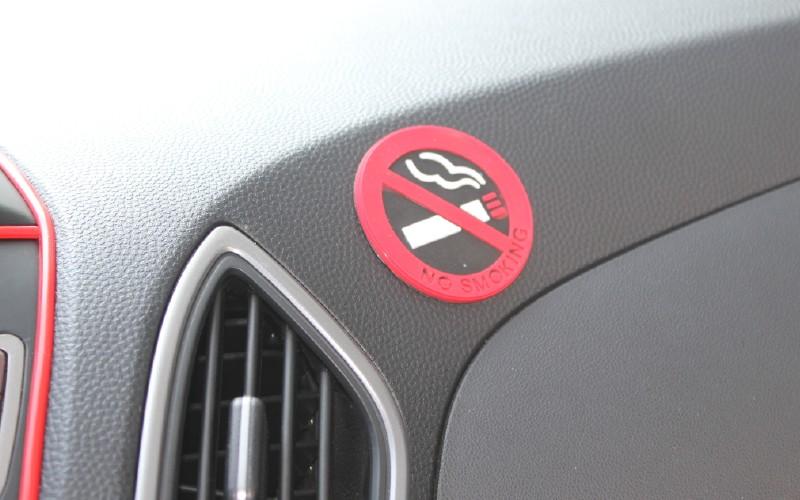 อุปกรณ์ตกแต่งรถยนต์ สัญลักษณ์ห้ามสูบบุรรี่ในรถยางพารา 5x5cm 1 pack/2 ชิ้น