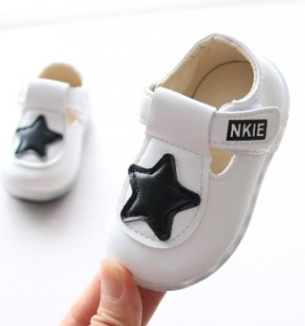 รองเท้าเด็กอ่อน 0-12เดือน สีขาว ปักรูปดาวสีดำ