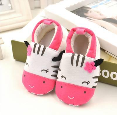 รองเท้าเด็กอ่อน 0-12เดือน รองเท้าเด็กชาย เด็กหญิง สีขาวชมพูลายวัวน้อย