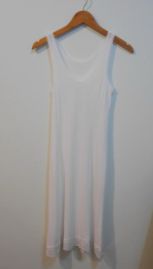 jp3885 ชุดซับในผ้ายืดสีขาว แต่งผ้าลูกไม้ รอบอก 30-32 นิ้ว