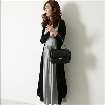 ชุดเซ็ต เดรสแขนกุดสีเทามาพร้อมกับเสื้อคลุมสีดำ ผ้ายืด นิ่มใส่สบาย น่ารักค่ะ