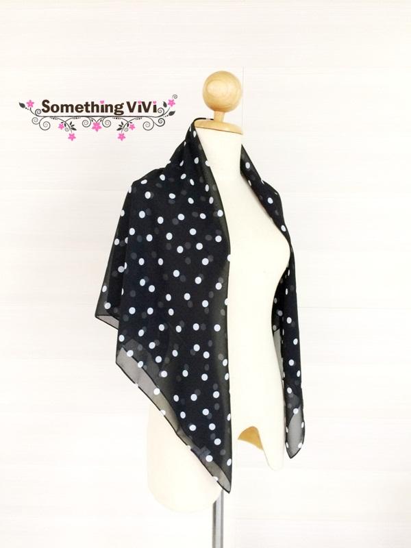ผ้าพันคอ/ผ้าคลุมไหล่/ผ้าคลุมให้นม รุ่น White Polka Dot in Black (Size L) ผ้าพันคอ ผ้าคลุมไหล่ ผืนสีดำมีจุดสีขาวทั่วผ้า สวยมาก ผ้าพรีเมี่ยม เบา คลุมสบายพกพาได้สะดวก แถมยังระบายอากาศได้ดีอีกด้วย ผ้าสวยมากค่ะ คุ้มแน่นอน ผ้าพันคอสีดำ ถวายอาลัย พร้อมกล่อง/ซองแ